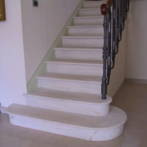scala classica in marmo bianco