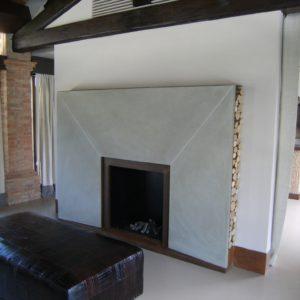 Caminetto geometrico moderno in pietra