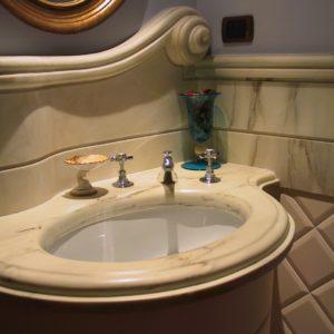 Lavabo classico in marmo rosa Portogallo